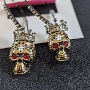 NWT Betsey Johnson Gold Skull Halloween Earrings
